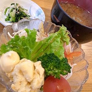 串一☆サラダと味噌汁と漬け物☆