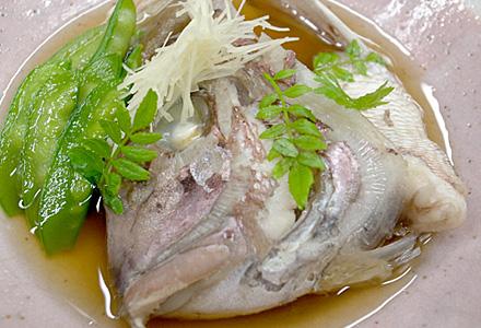 五峯庵☆鯛が見てます