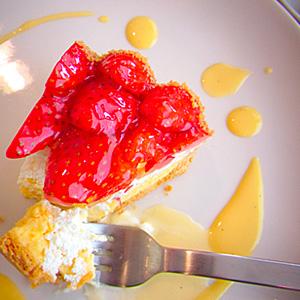 ↑ケーキは明日の活力。うん。